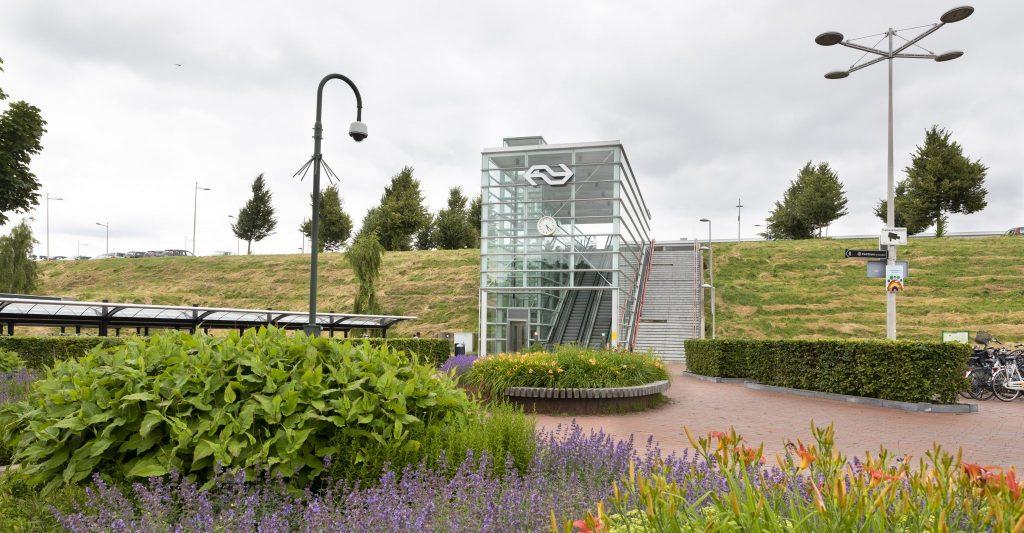 Zowel het station als het centrum van Barendrecht zijn op loopafstand.