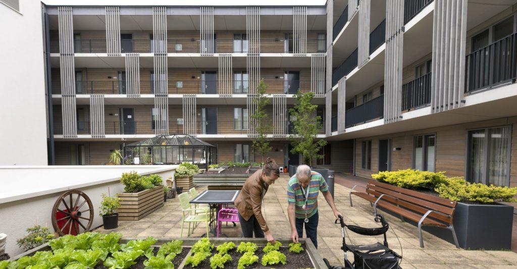 Ook reguliere ouderenzorg en aanverwante diensten zijn in het pand gevestigd.
